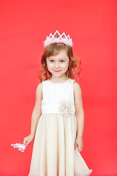 singing fairy girl in white over red background - prinzessin kleid kind stock-fotos und bilder
