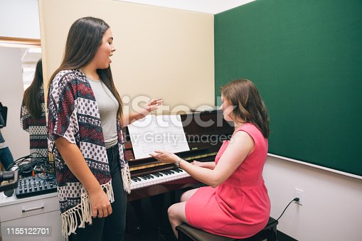 1155122702 istock photo Singing Lessons 1155122701