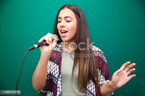 1155122702 istock photo Singing Lessons 1155122710