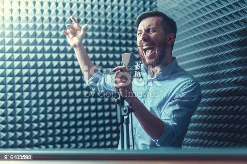 istock Singing man 916403598