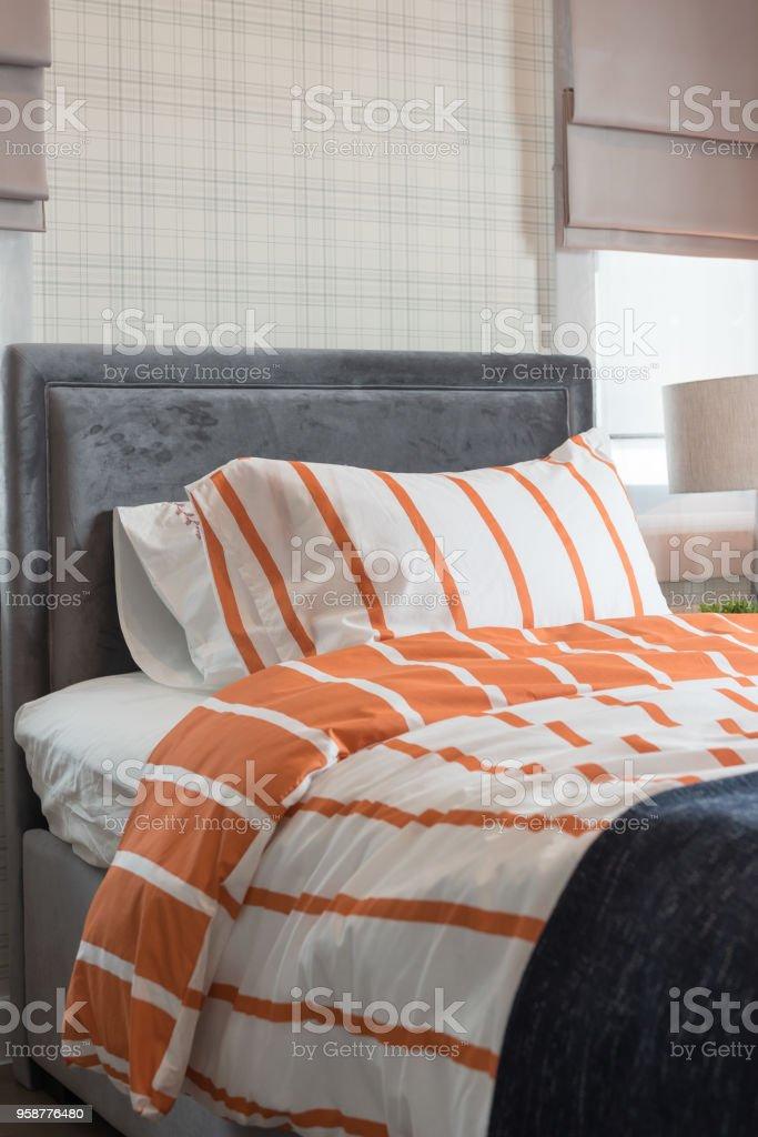Photo libre de droit de Lit Simple Dans La Chambre À Coucher Moderne ...