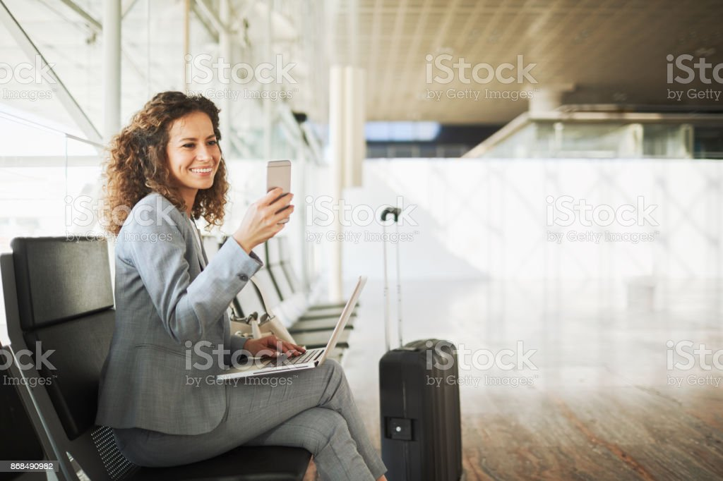 Einzelne Geschäftsfrau pendeln, in Bewegung. – Foto