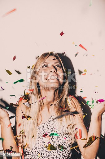 915661236 istock photo Single girl's party 915655586