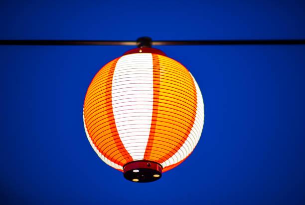 single japanese paper lantern with copy space - lian empty imagens e fotografias de stock