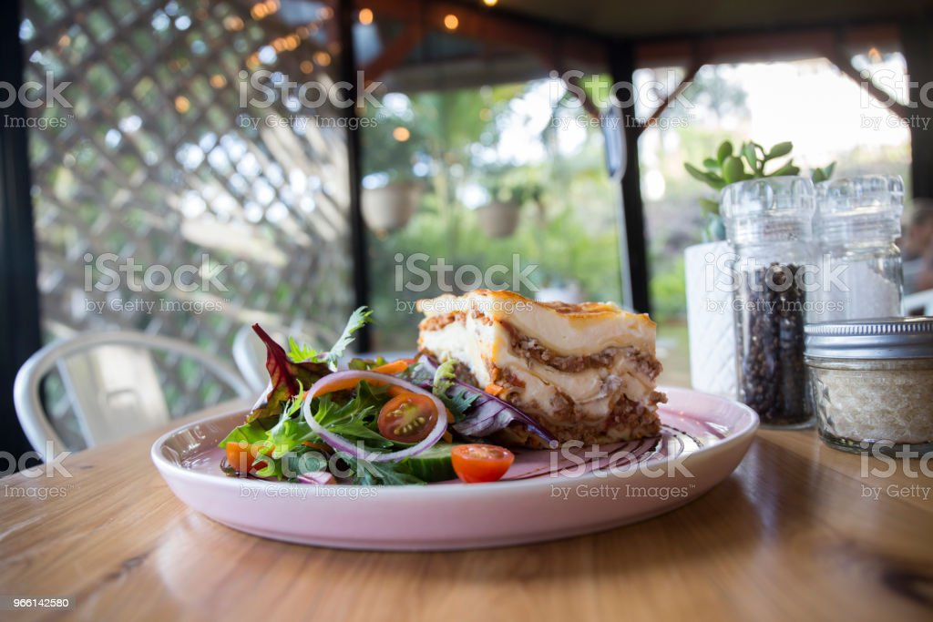 Односебочная порция лазаньи - Стоковые фото Австралия - Австралазия роялти-фри