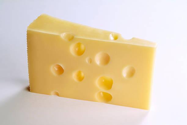 una fetta di formaggio svizzero - emmentaler foto e immagini stock