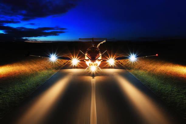 Turboprop-Flugzeuge auf dem Groun Single Nacht – Foto
