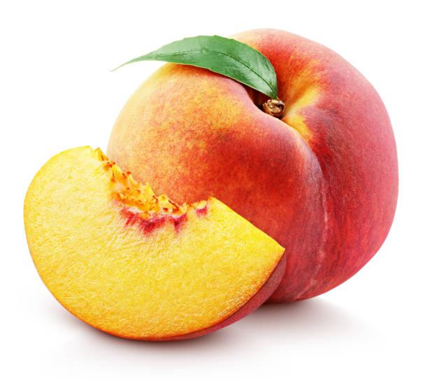 einzelne pfirsichfrucht mit blatt und scheibe isoliert auf weiß - peach stock-fotos und bilder
