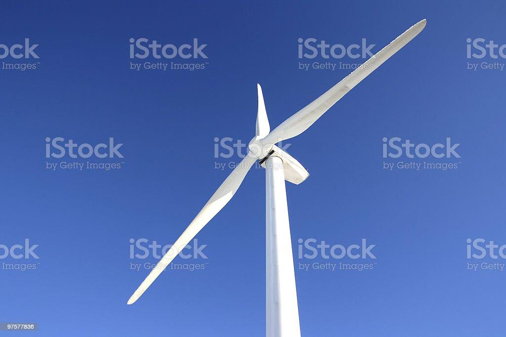Une éolienne en hiver photo libre de droits