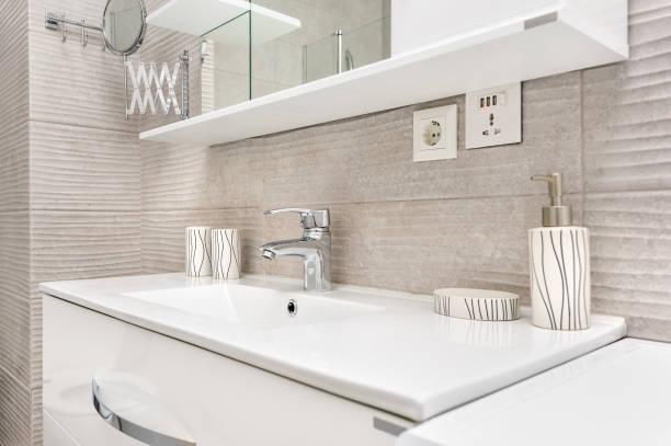 sink in modern bathroom - bacinella metallica foto e immagini stock