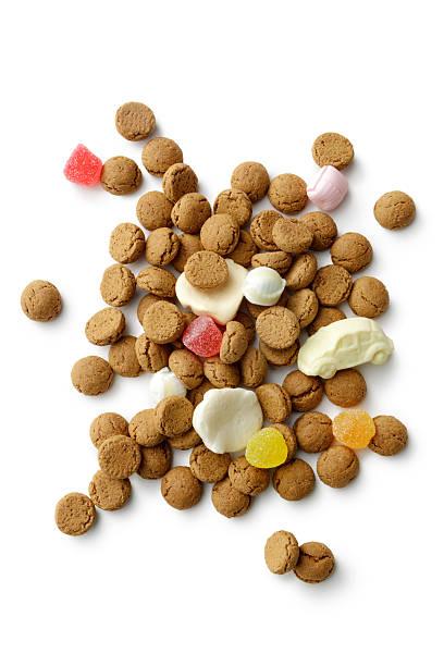 sinterklaas: pepernoten and candy isolated on white background - kruidnoten stockfoto's en -beelden