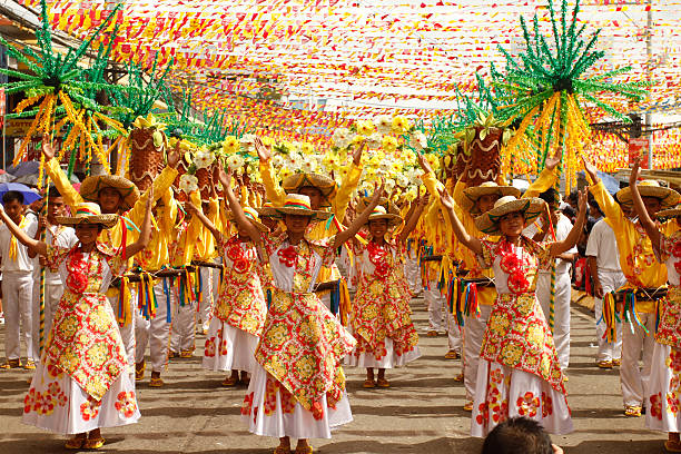 sinulog dancers in the streets of cebu - cebu stockfoto's en -beelden