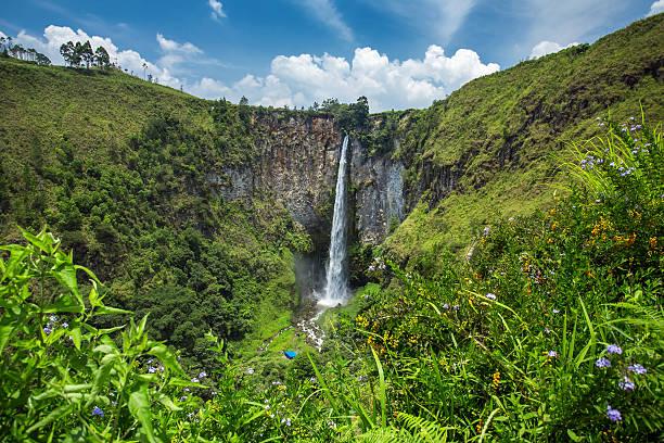 Sipisopiso waterfall in northern sumatra indonesia picture id479435924?b=1&k=6&m=479435924&s=612x612&w=0&h=oppo7idrl4ukprfwvz0jtjhxh6zlu865qhrvga4vmug=