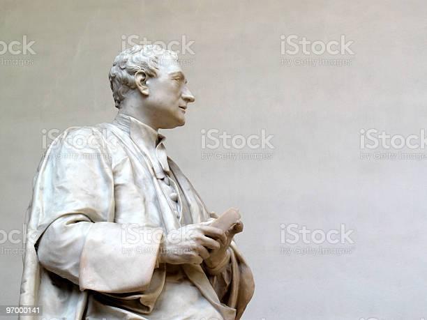 Sir isaac newton statue picture id97000141?b=1&k=6&m=97000141&s=612x612&h=0jnmb5qympsid0gjqqcuiybcgm2bnn5bwffkrjegzzq=