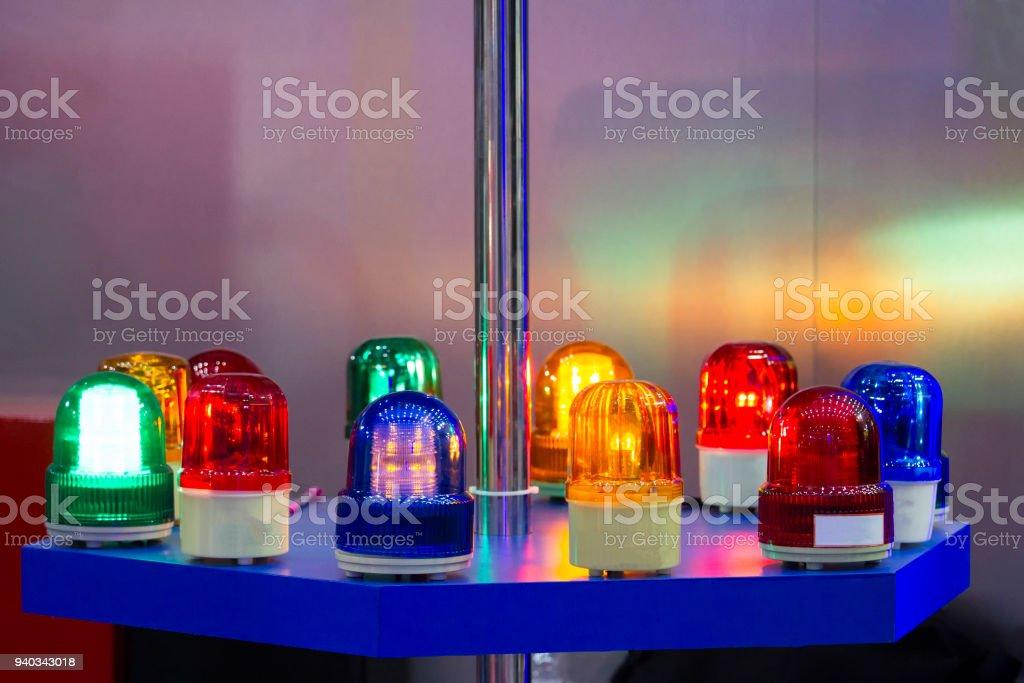 Licht Alarm Auto : Sirene licht und vielen farben auf einen blauen tisch legen stock