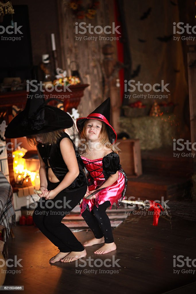 sisters Girls witch with  broom . Halloween Lizenzfreies stock-foto
