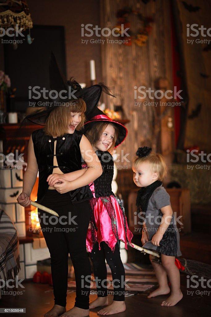 sisters Girls witch with  broom . Halloween Lizenzfreies stock-foto