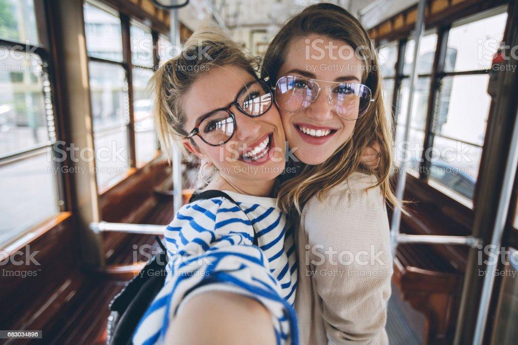 Sisters taking selfie in vintage tram foto de stock royalty-free