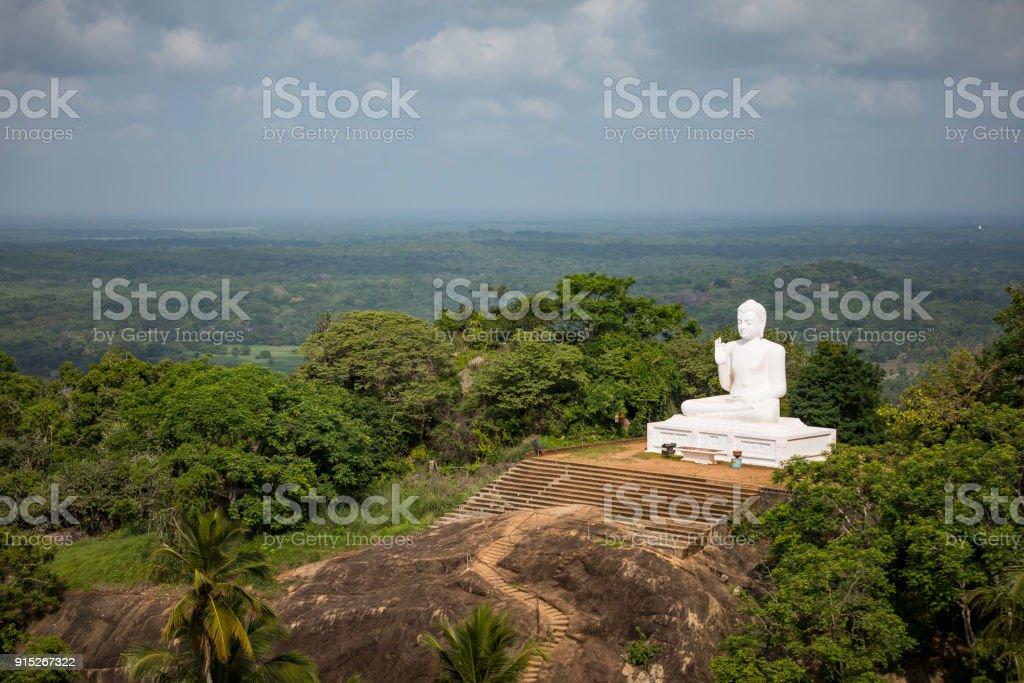 Sitting Buddha at Mihintale – zdjęcie