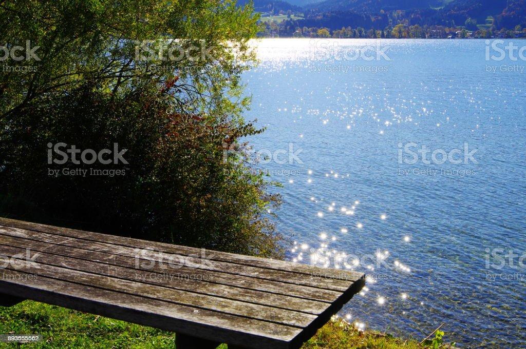 Sitzbank am Seeufer stock photo