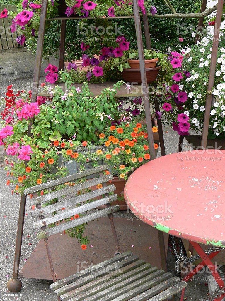 Sitzecke im Garten stock photo