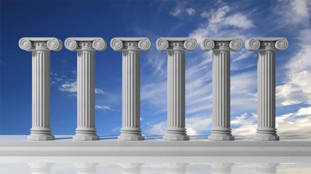 sechs antike säulen mit bluet himmelshintergrund. - römisch 6 stock-fotos und bilder