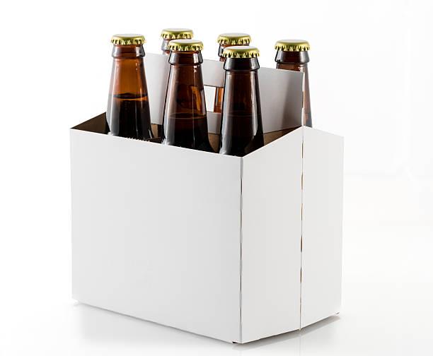 six bottles of beer in cardboard carrier - pack de six photos et images de collection