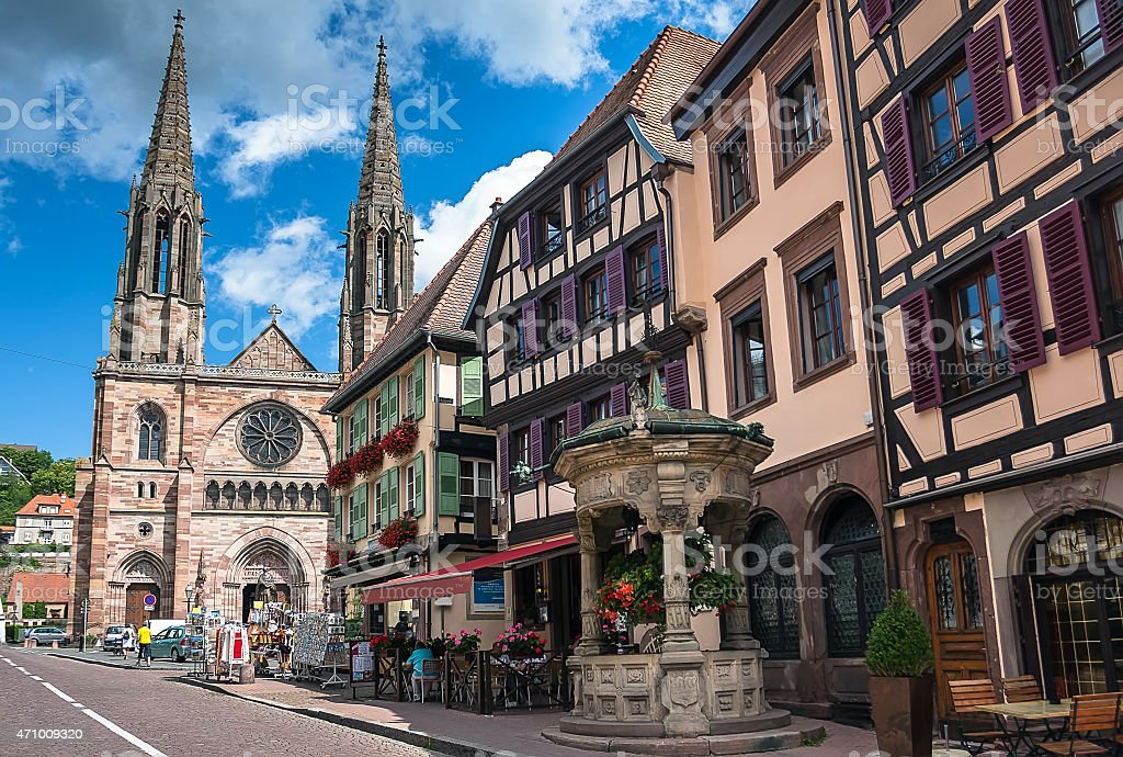 Six Bucket Well and St. Pierre church in Obernai stock photo