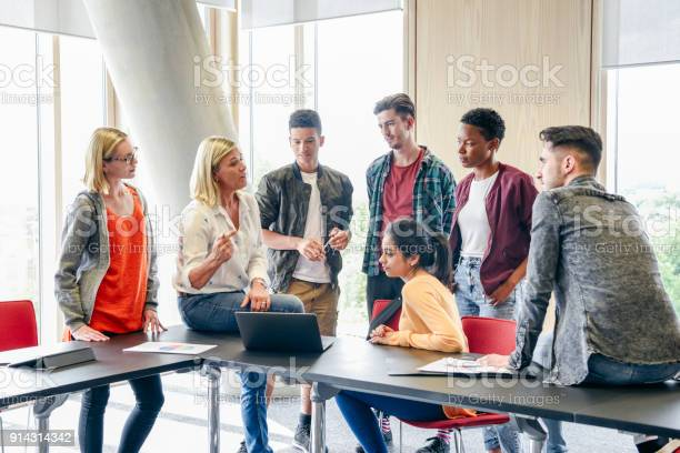 Six college students listening to mature female lecturer with laptop picture id914314342?b=1&k=6&m=914314342&s=612x612&h=vpd 56oeirc0 jkxl rxpvmxrlspan84f9jvdbnhznw=