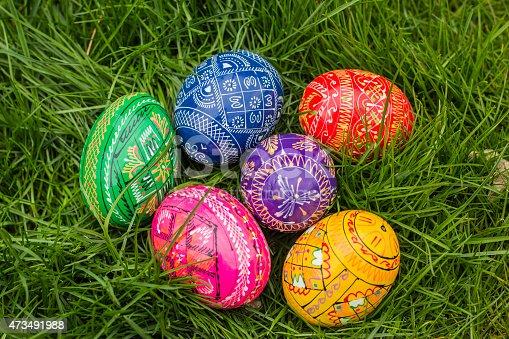 925481382 istock photo Six Easter Eggs 473491988