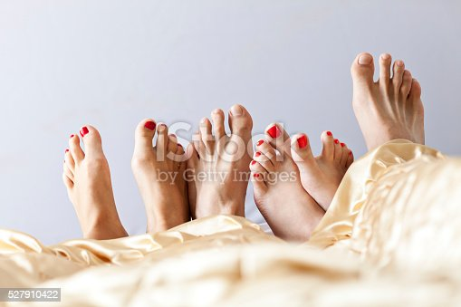 528422658 istock photo Six Feet In Bed 527910422