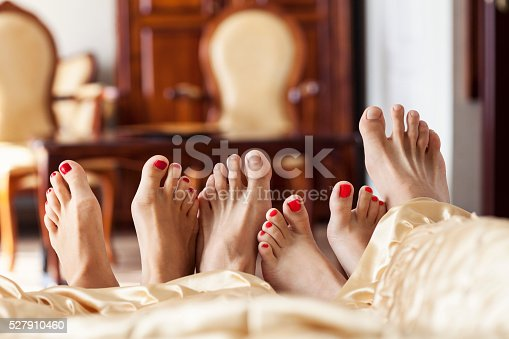 528422658 istock photo Six Feet In Bed 527910460