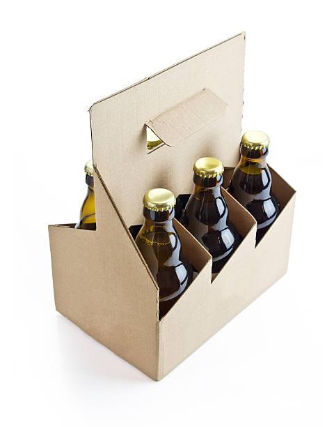 six pack de bière avec un tracé de détourage - pack de six photos et images de collection