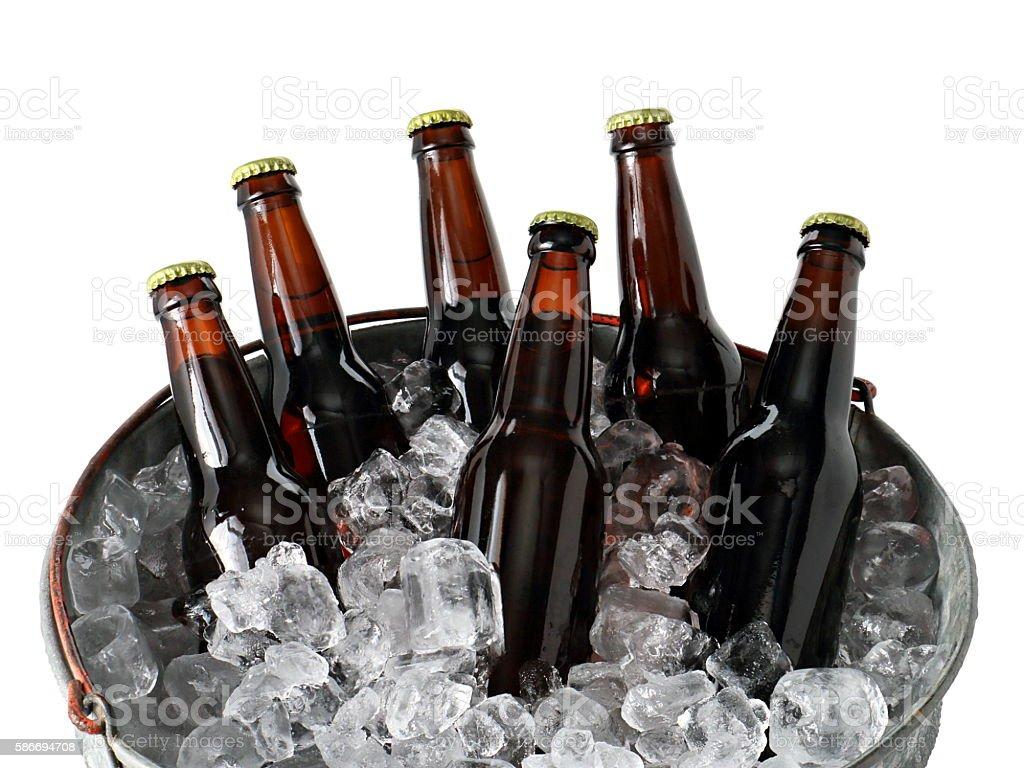 Six Pack of Beer in Ice Bucket - foto de acervo