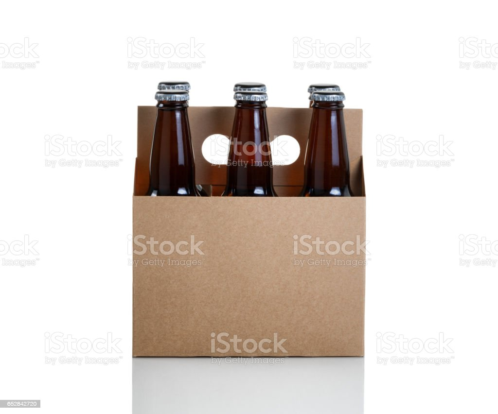 Six pack of bottled beer in generic brown cardboard carrier photo libre de droits