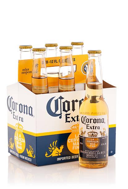 sześć zestaw korona dodatkowych butelek piwa, 12 uncji - wieniec zdjęcia i obrazy z banku zdjęć