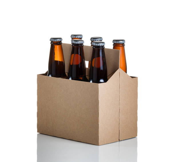 six pack of glass bottled beer in generic brown  carrier - pack de six photos et images de collection
