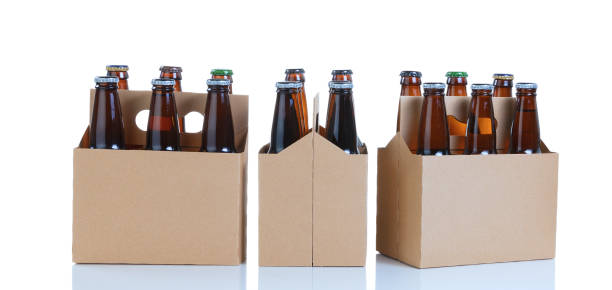 six packs of glass bottled beer in generic brown carriers - pack de six photos et images de collection
