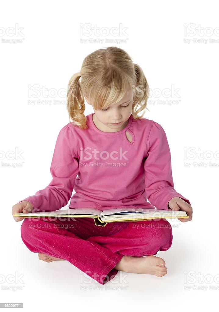 육백사십 주행연수 늙음 여자아이 책을 읽는 royalty-free 스톡 사진