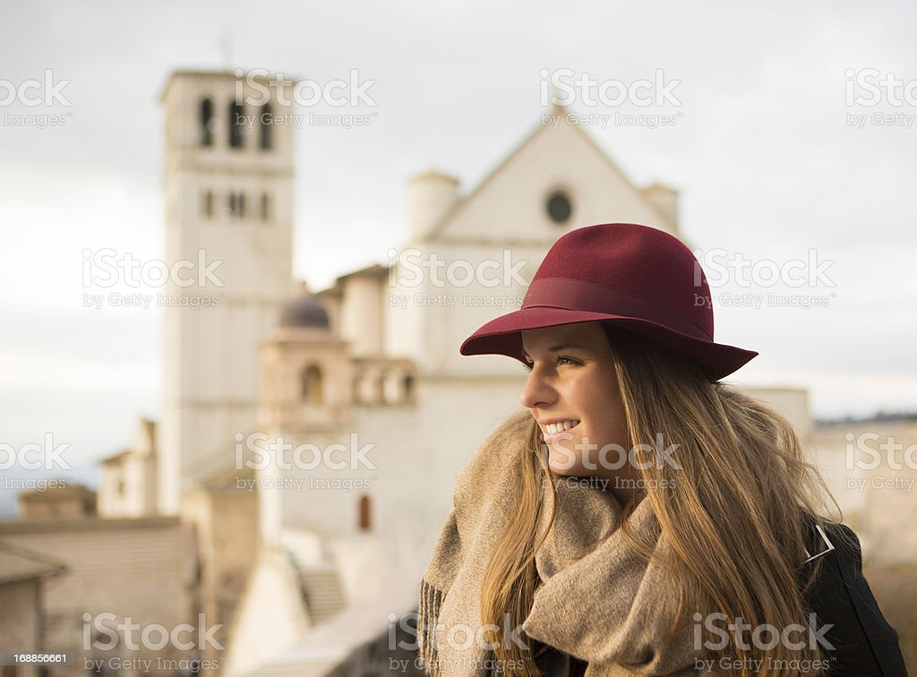 Skandinavian turistiche e Basilica di San Francesco d'Assisi, Assisi, in Italia - foto stock