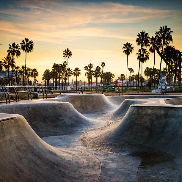 skate für life - venice beach in kalifornien stock-fotos und bilder
