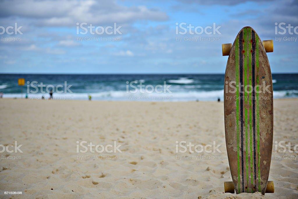 Skateboard and Bondi beach Lizenzfreies stock-foto