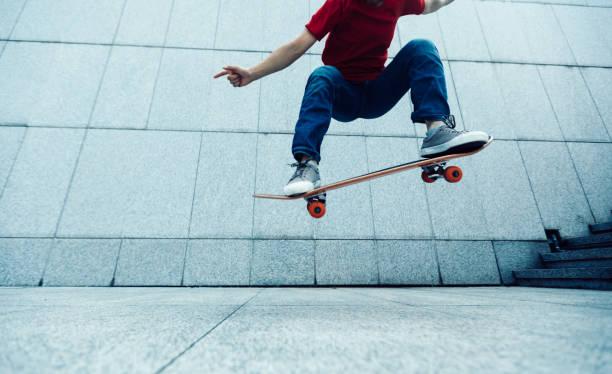 Skateboarder Ollie bei City zu tun – Foto