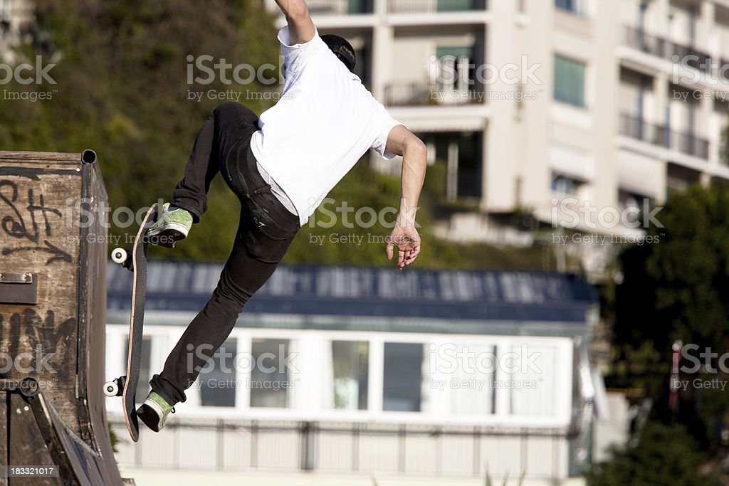 Skateboarder stopped in mid airClick for more pics: