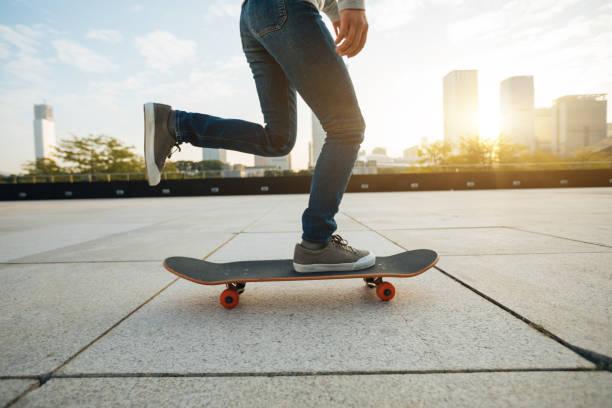 Skateboarder Skateboarding bei Sonnenaufgang – Foto