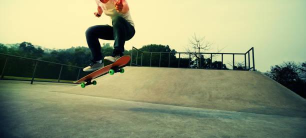Skateboarder auf Skatepark skateboarding – Foto