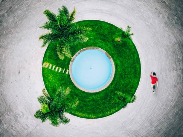 skateboarding in mexiko - pool rund stock-fotos und bilder