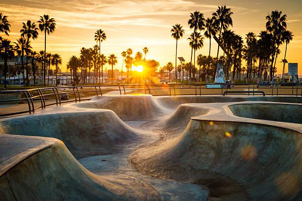 skateboarding-paradies - venice beach in kalifornien stock-fotos und bilder