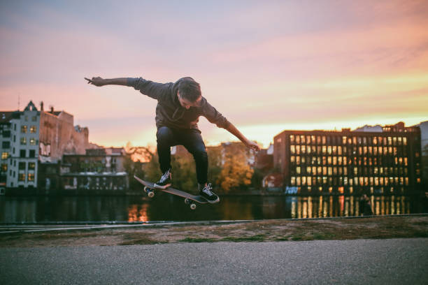 skateboarding tricks in berlin by the spree river - skate foto e immagini stock