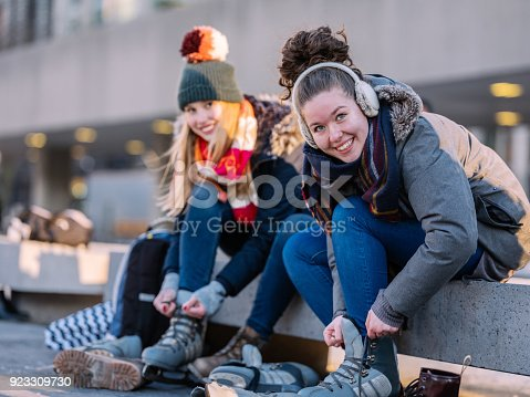 istock Skating Downtown 923309730